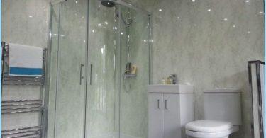 Het plafond in de badkamer pvc panelen